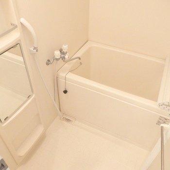お風呂はすこしこじんまり※写真は6階の同間取り別部屋のものです