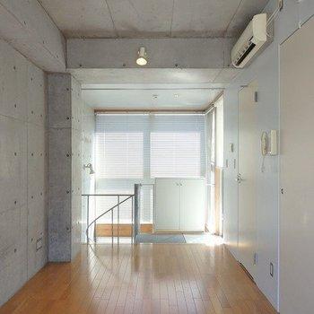 光の差し込みが本当にたっぷり※写真は6階の同間取り別部屋のものです
