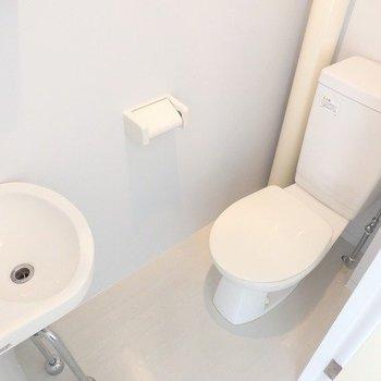 トイレ専用の洗面台あります!※写真は6階の同間取り別部屋のものです