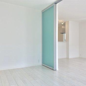 扉の色が涼しげ