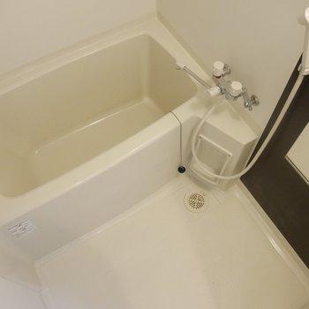 浴槽もゆったりサイズ◎お湯をはってゆっくりしましょ〜!