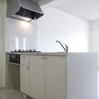 すっきりとしたデザインのオリジナルキッチン