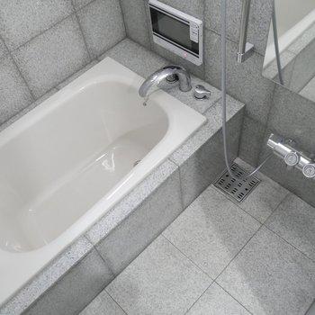 お風呂にはテレビついちゃってます!! のんびり半身浴