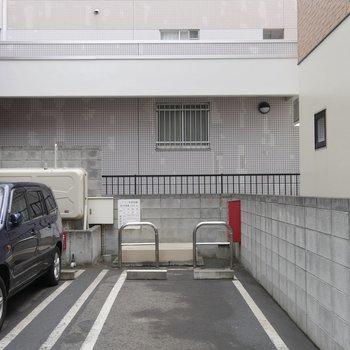 敷地内の駐車場も空きがあります!