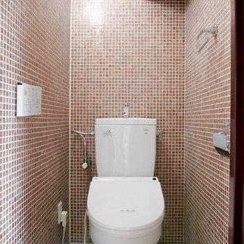 お手洗いはタイル張りで異国の雰囲気を感じさせますね♪がキレイに使いたくなります〜!
