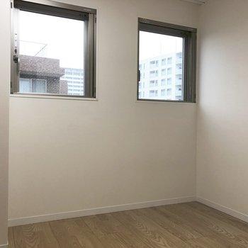 【4.6帖洋室】寝室にするにはちょうどいい広さです。