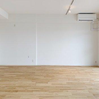 真っ白の壁、シンプルなのが一番です!