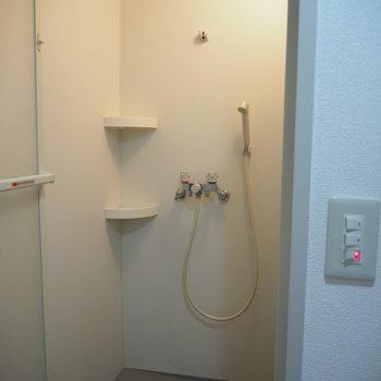 シャワーだけです!! ※写真は同間取り別部屋のものです。