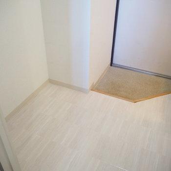 靴箱はありませんのでこチラのスペースを利用しよう ※写真は同間取り別部屋のものです。