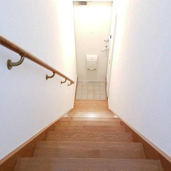 玄関へはまっすぐな階段!駆け上がりやすい!