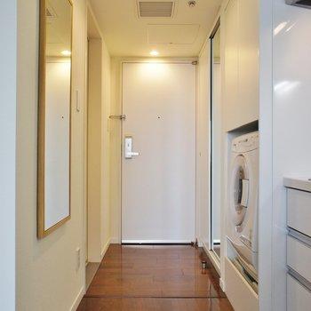 玄関周りも高級感※写真は12階の同間取り別部屋のものです