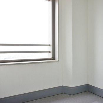 バルコニーは半室内※写真は12階の同間取り別部屋のものです