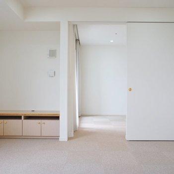 【LDK】向こうに寝室※写真は12階の同間取り別部屋のものです