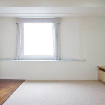 【LDK】カーペットフローリングの感じもホテルなんだなー※写真は12階の同間取り別部屋のものです