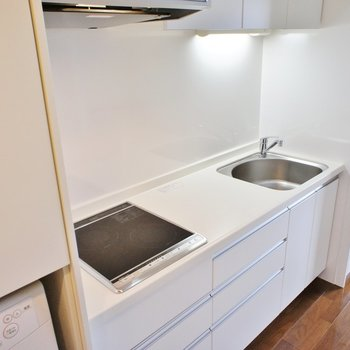 【LDK】ゆったりなキッチン※写真は12階の同間取り別部屋のものです