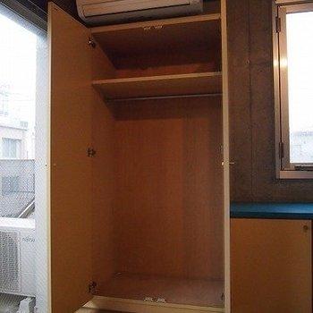 クローゼットです。※写真は同階の反転間取り別部屋のものです