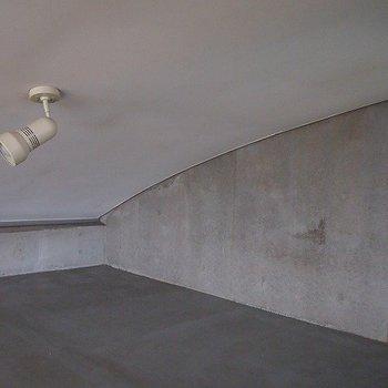 ロフトの天井低めです。。。※写真は同階の反転間取り別部屋のものです