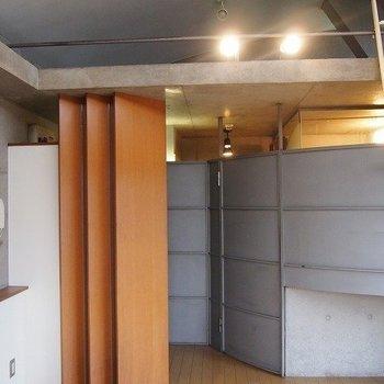 水周りの壁です。※写真は同階の反転間取り別部屋のものです