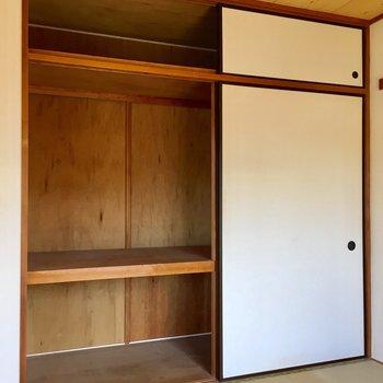 【和室】押入れ収納にはふとんも、アウトドアグッズも入ります。