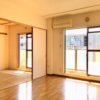 【LD】エアコンはリビングにも和室にもあります。