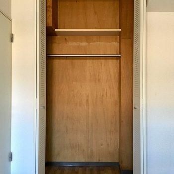 【洋室②】クローゼットの中に梁があります。