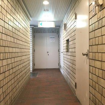 1階廊下。