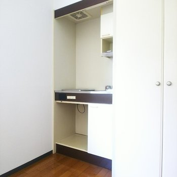 キッチンは奥まったところにすっぽりと。