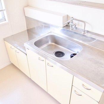 ここは水しか出ないので、手洗いやお掃除用として使ってください。