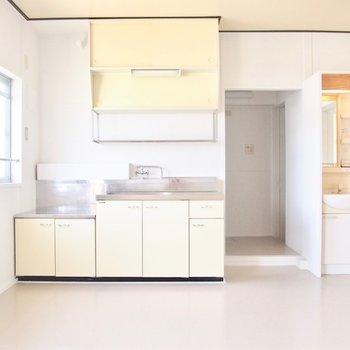 こっちのお部屋には元キッチンがそのまま残っています。