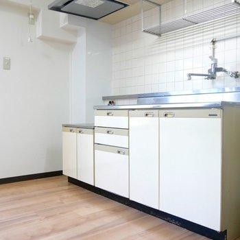 白でまとめられたキッチンです◎(※写真は前回募集時のもの)