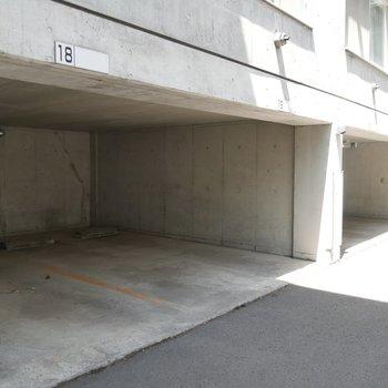 駐車場もありますよ!ピロティ嬉しいですね〜