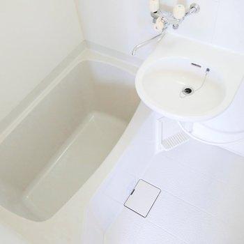 お風呂もすっきりキレイです。たまにはお湯をはって疲れをとってね〜〜!