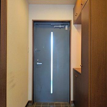 貫禄ある玄関まわり。(※写真は清掃前のものです)