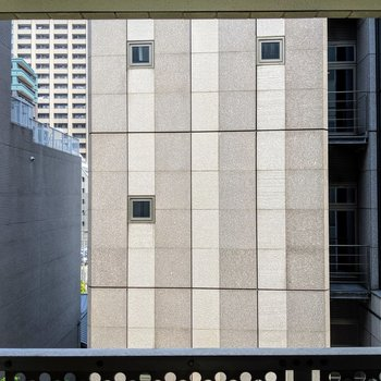 眺望は、お隣のビルディング。都会のど真ん中感。。