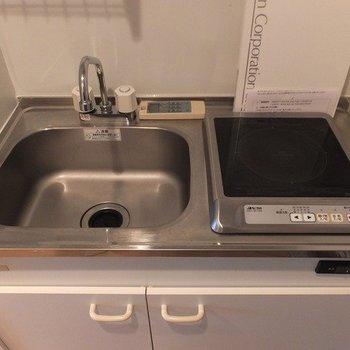 キッチンはIH1口!※写真は11階の同間取り別部屋のものです