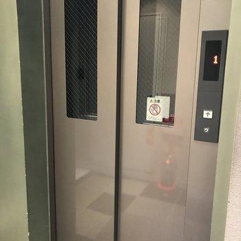 エレベーターでお部屋まで