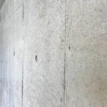 コンクリートの質感好きぃ!
