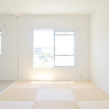 ここの和室はベージュ色の畳。
