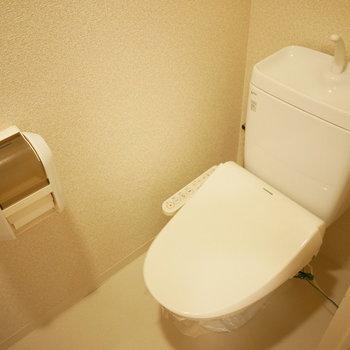 トイレはウォシュレット完備※写真は8階の同間取り別部屋のものです