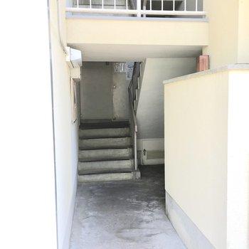共用部】ここから3階へ。