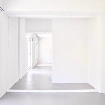 向かいのお部屋と広さは同じです。