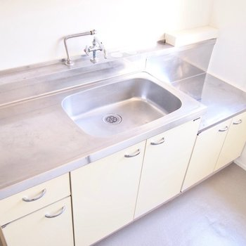 水しか出ないので、手洗いやお掃除用として使ってください。
