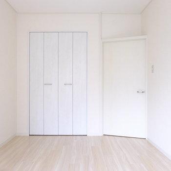 ドアが外開きなのでデッドスペースなし