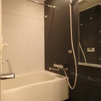お風呂も広くとってあります。浴室乾燥付き※写真は9階の同間取り別部屋のものです
