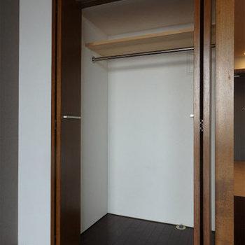 収納は1人なら十分かな!※写真は9階の同間取り別部屋のものです