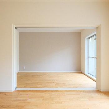 引き戸で仕切られる居室が