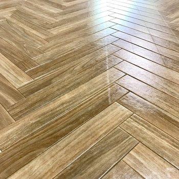 床は流行りのヘリンボーン