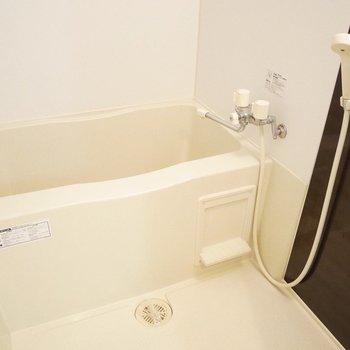 お風呂もひとりならこれで十分※写真は同間取り別部屋です