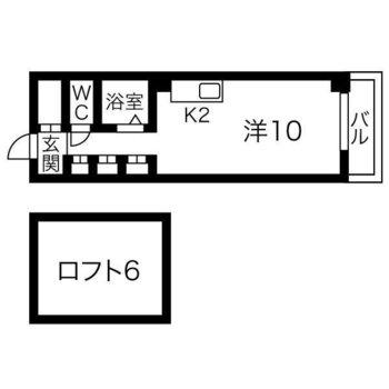 ロフト付きの部屋。