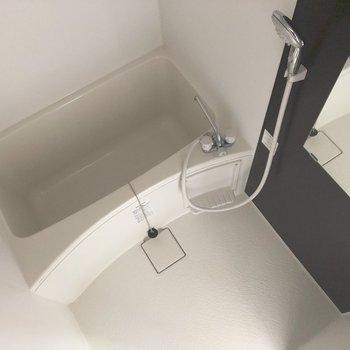 清潔感のあるバスルーム。※写真は通電前のものです
